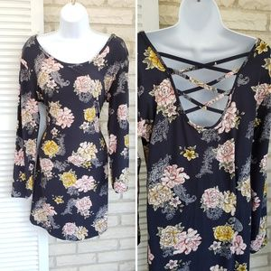 Dresses & Skirts - Floral criss cross strappy dress